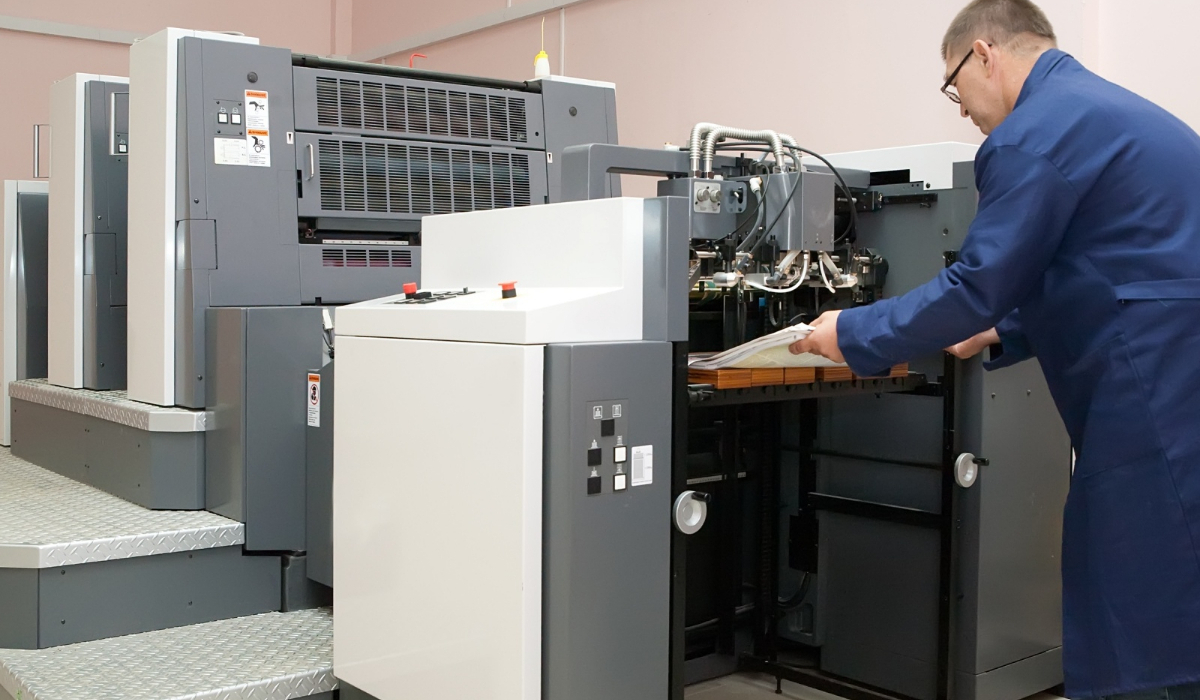 impresora offset con operario